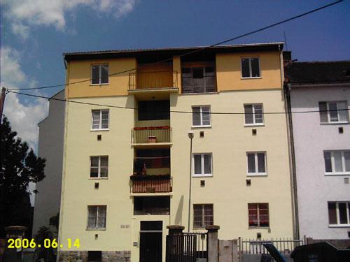 Nadstavba bytového domu na Bazovej ul.