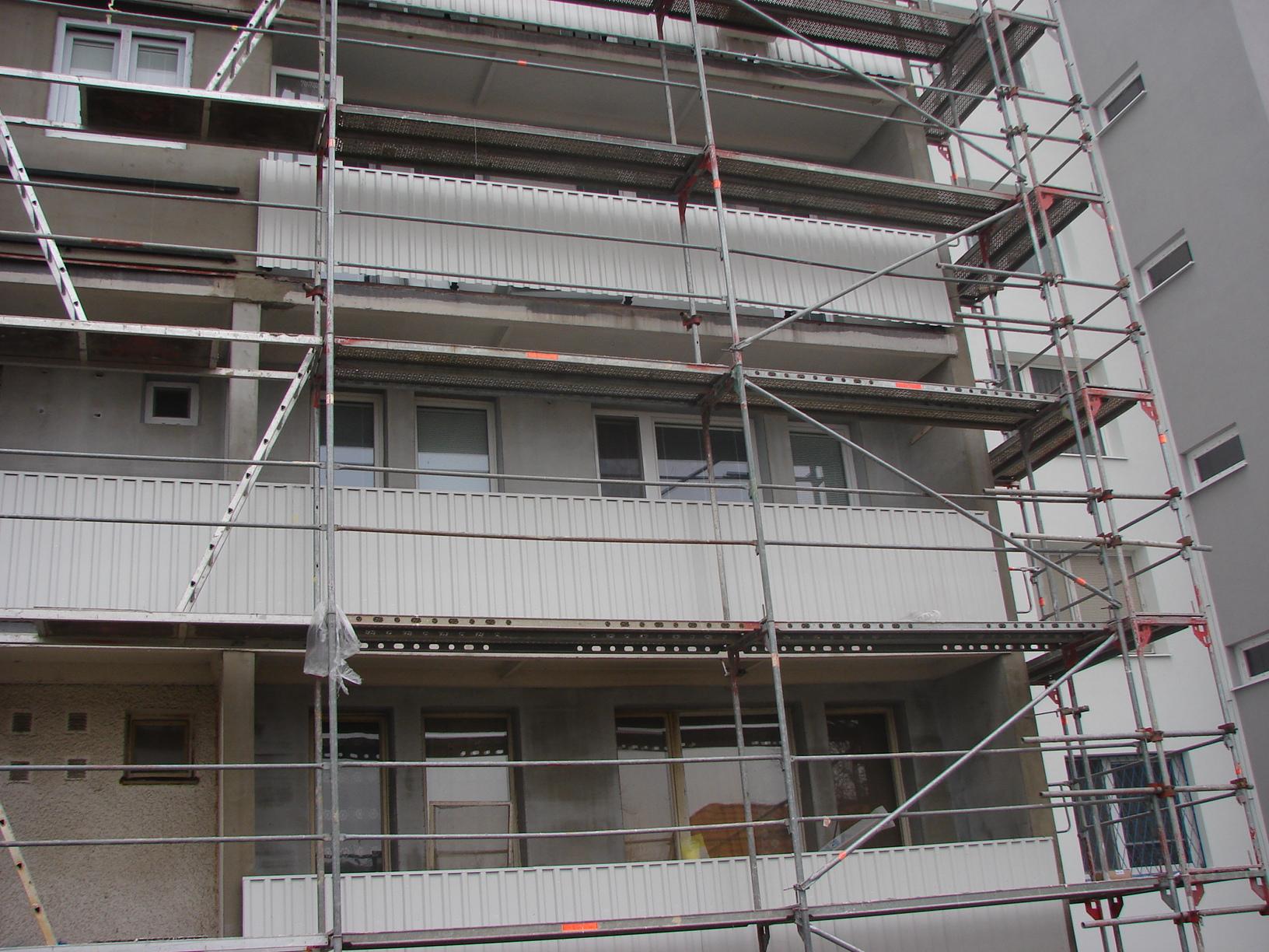 Realizácia fasády bytového domu Banšelova 28,30,32